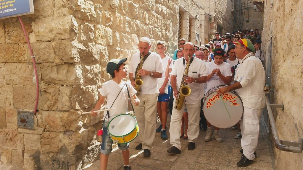 מתופפים לכותל מתופפים ירושלים עם כליזמרים ירושלמים
