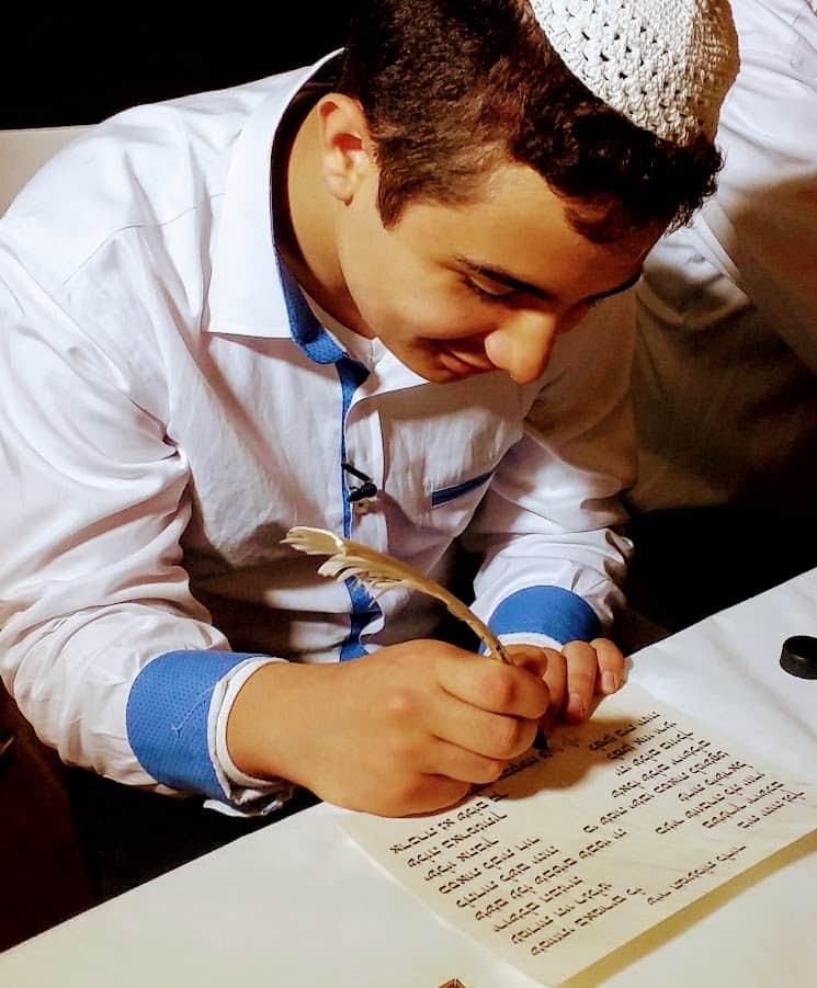 תוכלו להתנסות בחוויית כתיבה יהודית עתיקה עם נוצה